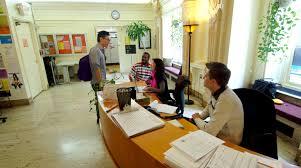 Berkunjung ke kantor penerimaan pelajar / admission office. Sumber foto: SVA