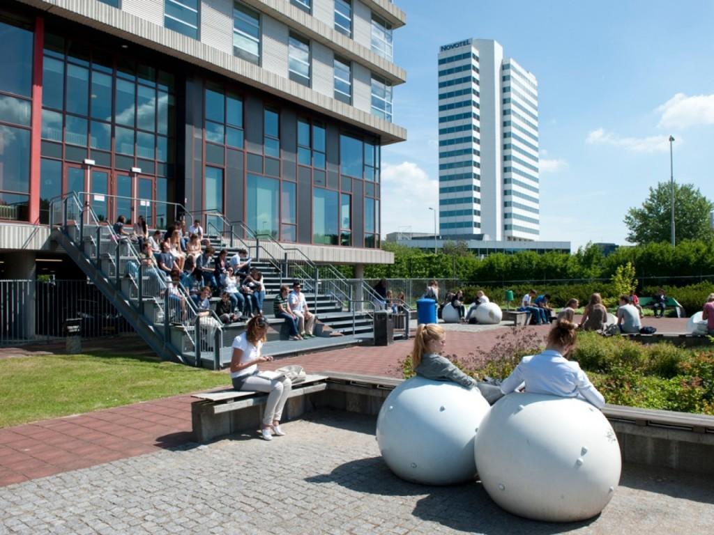 Suasana sehari-hari di kampus RBS. Sumber foto: Eurogates