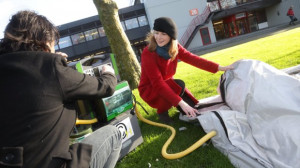 tenda-pengungsi-ini-dapat-didirikan-dengan-menggunakan-poma-angin-sumber-utwente-nl